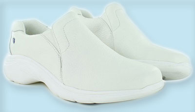 best nursing shoes for flat feet