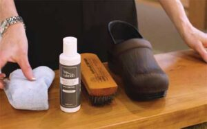 What is the right way for Dansko shoes clean?